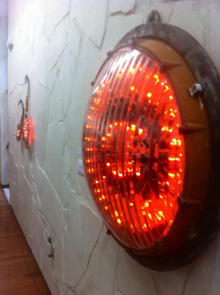 Giovanni Albanese, Talismano, 2013 Ferro, luci a fiamma, vetro Premio Pastificio Cav. Cocco