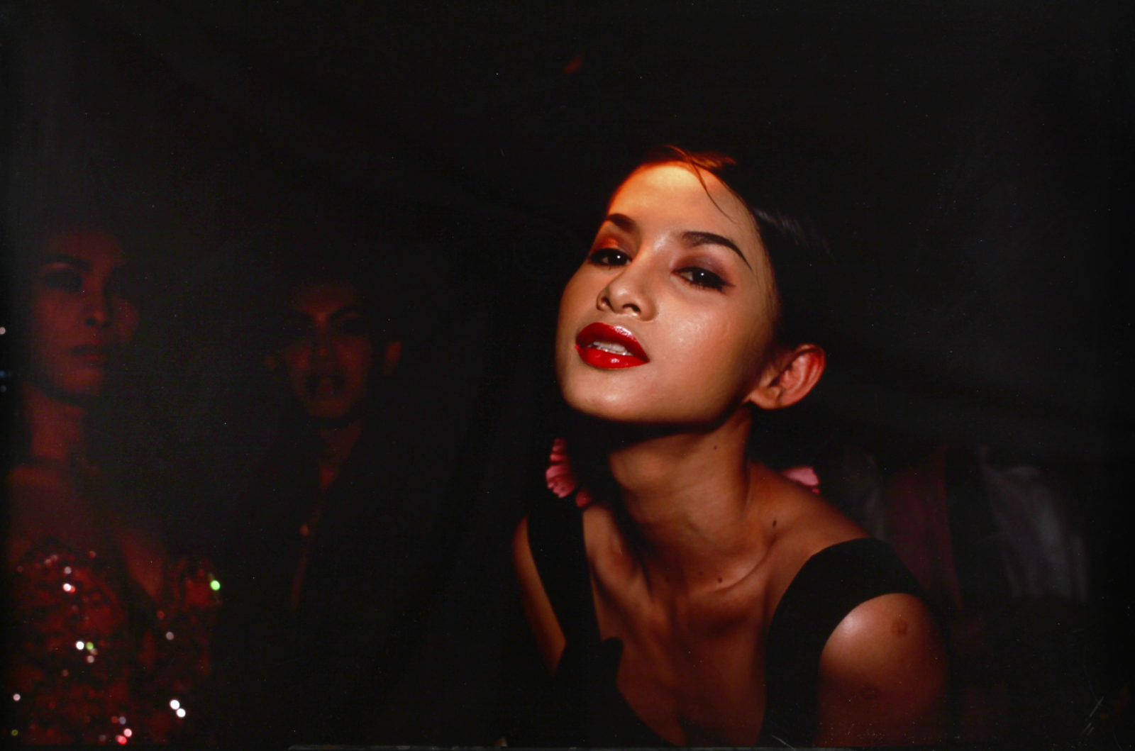 Nan Goldin, C In the Club, Bangkok, 1992, cibachrome, cm 76x101,6, esemplare 1125, courtesy C+N Canepaneri