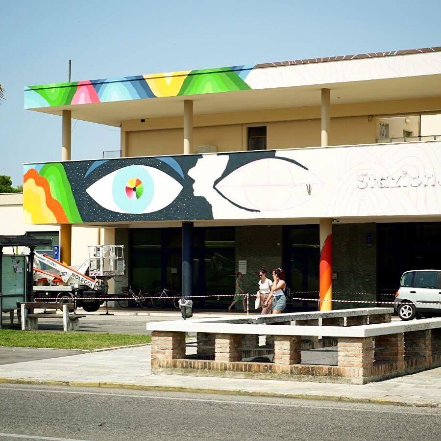 L'artista internazionale Geometricbang colora la stazione di Senigallia