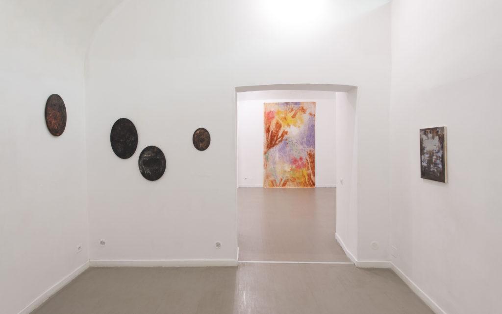 Il moto ondoso dell'opera in mostra alla Z2O Sara Zanin Gallery