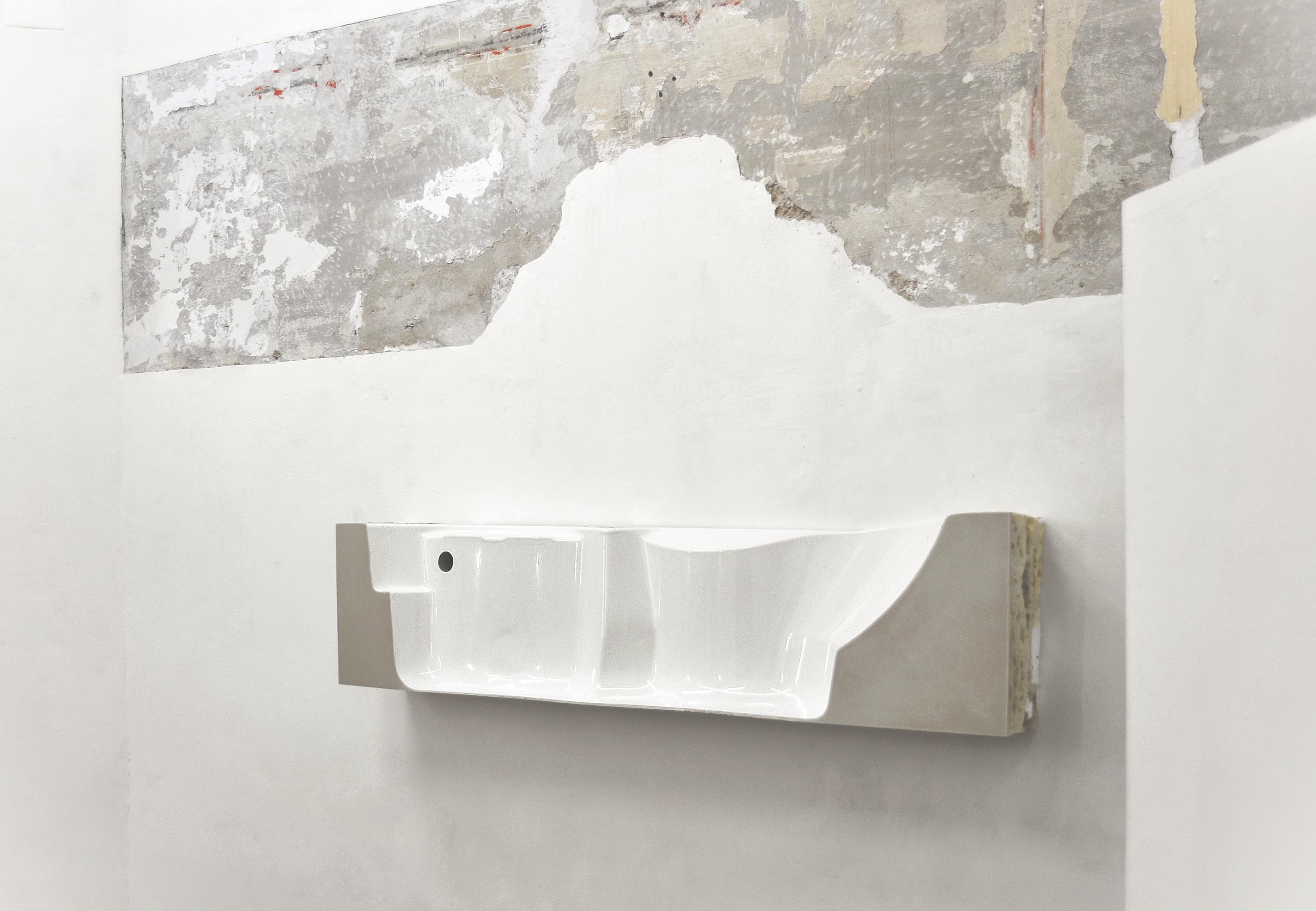 Silvia Vendramel, Bath, 2018, resina e poliuretano espanso, 40x190x30, photo credits MAC Lissone