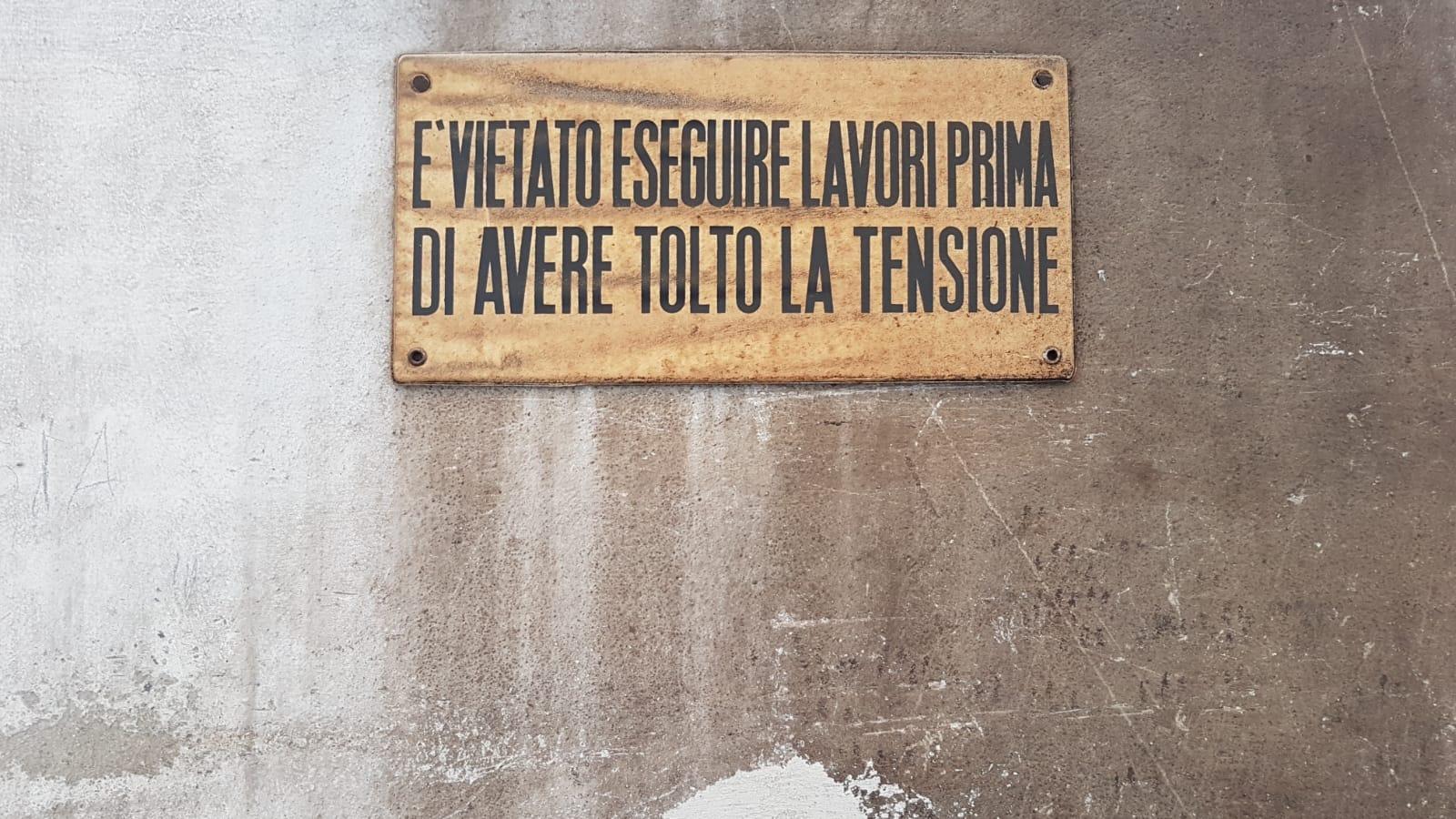 Giovanni Termini, Vietato eseguire lavori prima di avere tolto la tensione, Galleria Vannucci Arte Contemporanea.