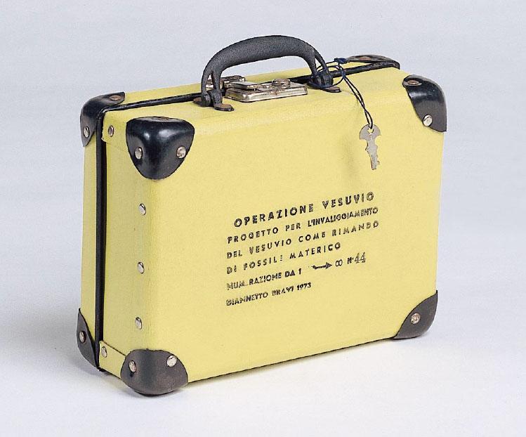 Operazione Vesuvio. Il Vesuvio in valigia. Valigetta n. 44 (numerazione da 1 a infinito), 1973