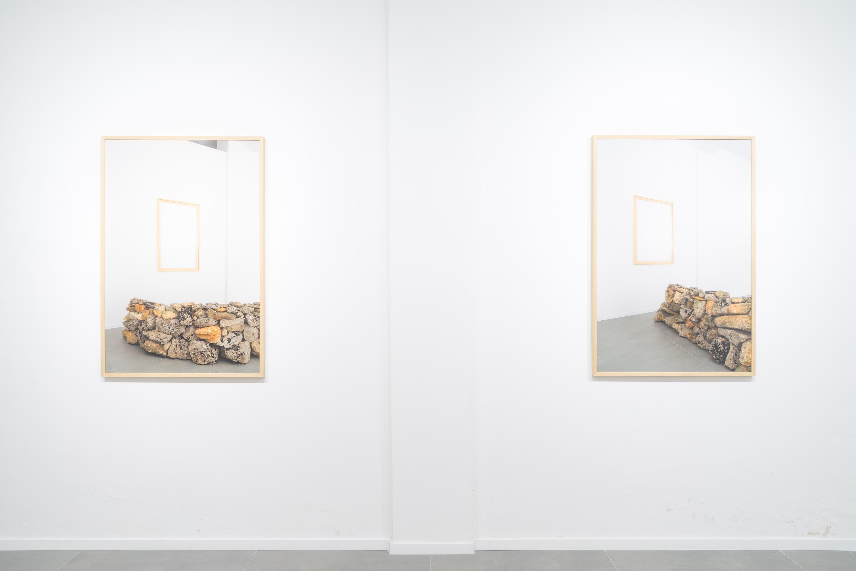 01-Marco-Schiavone.-Uno-spazio-banale-e-inutile-che-come-tanti-non-avrebbe-veramente-nessuna-ragione-di-esistere-installation-view-galleria-LO.FT-Lecce-2019