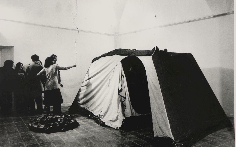 Luciano Fabro vista d'insieme della mostra agli Incontri Internazionali d'Arte, Roma 1971. © Massimo Piersanti, Roma.
