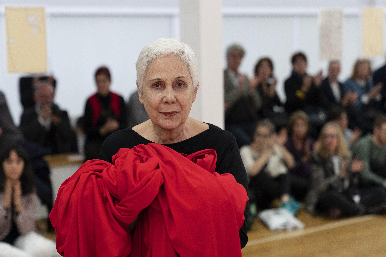 Anna Maria Maiolino, Al di là di, performance. PAC 2019. Photo Lorenzo Palmieri