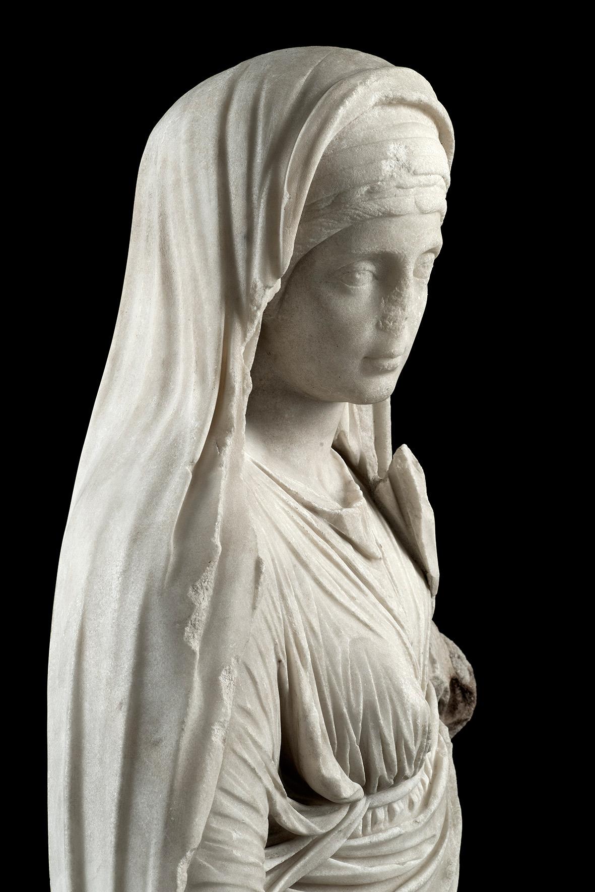 Statua di Vestale (marmo bianco a grana cristallina medio-fine, probabilmente pario) © Luigi Spina web8