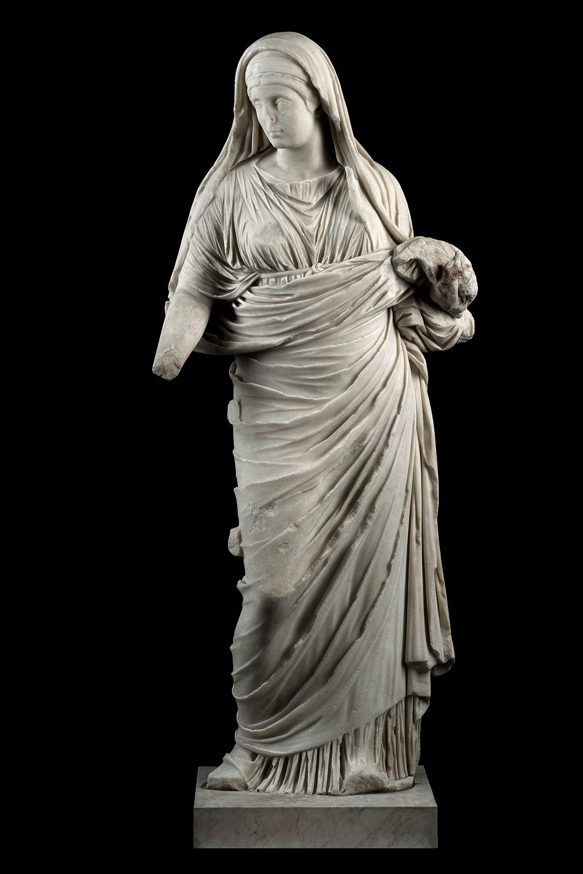 Statua-di-Vestale-marmo-bianco-a-grana-cristallina-medio-fine-probabilmente-pario-©-Luigi-Spina.-web