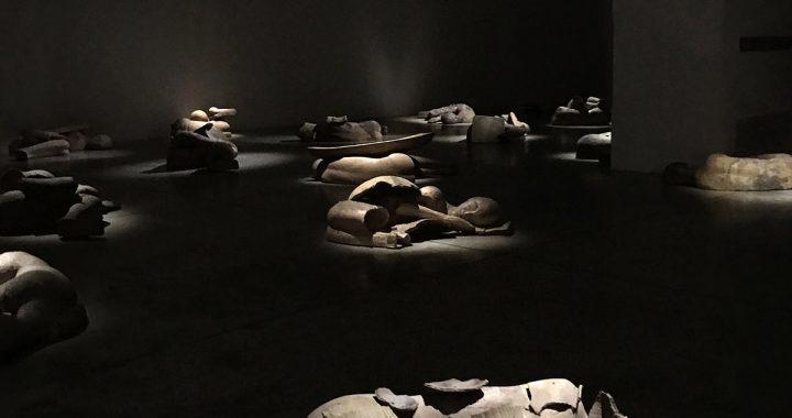 Mimmo Paladino, I Dormienti, 2021, installazione site specific, Courtesy Cardi Gallery | Milano