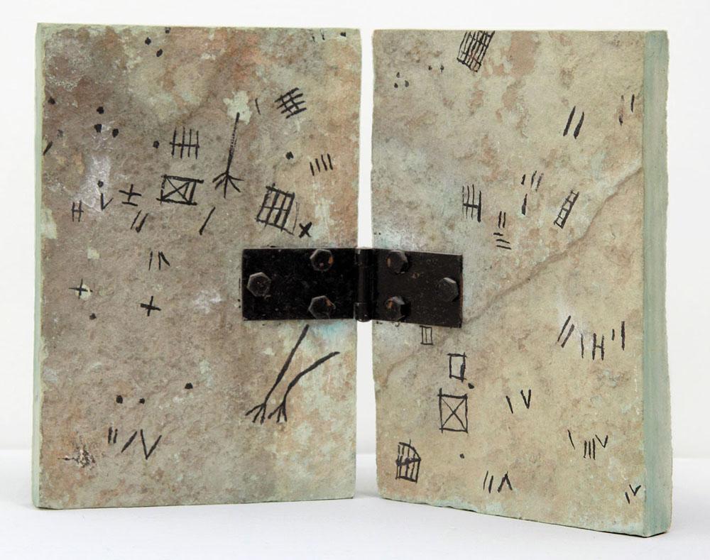 Antonio Paradiso, Scrittura Tifinagh_Rilievi di una Carovaniera Neolitica_1975_Inchiostro di China su Pietra di Trani