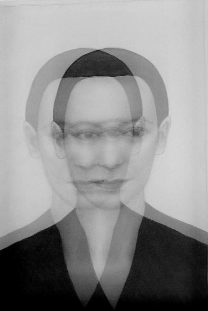 JOLANDA SPAGNO, Senza Titolo, 2013. Matita su carta, lente olf, cm 34x27