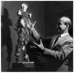 Lucio Fontana alla Biennale di Venezia nel 1954